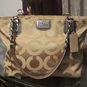 💕 Coach gold jacquard satchel med bag 💕